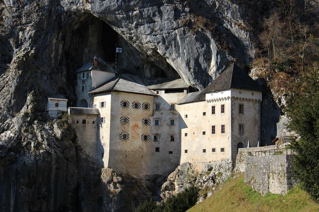 Postumia-Castello di Predjama-Lipizza a partire da 35,00 €
